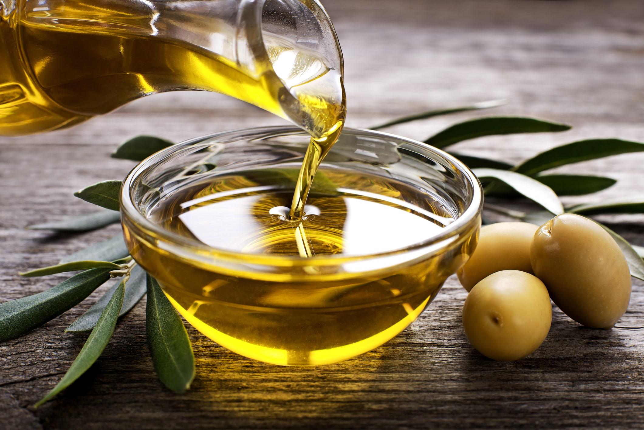 Olivenöl pflegt die Haare