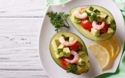 Gefüllte Avocado mit Garnelenschwänze