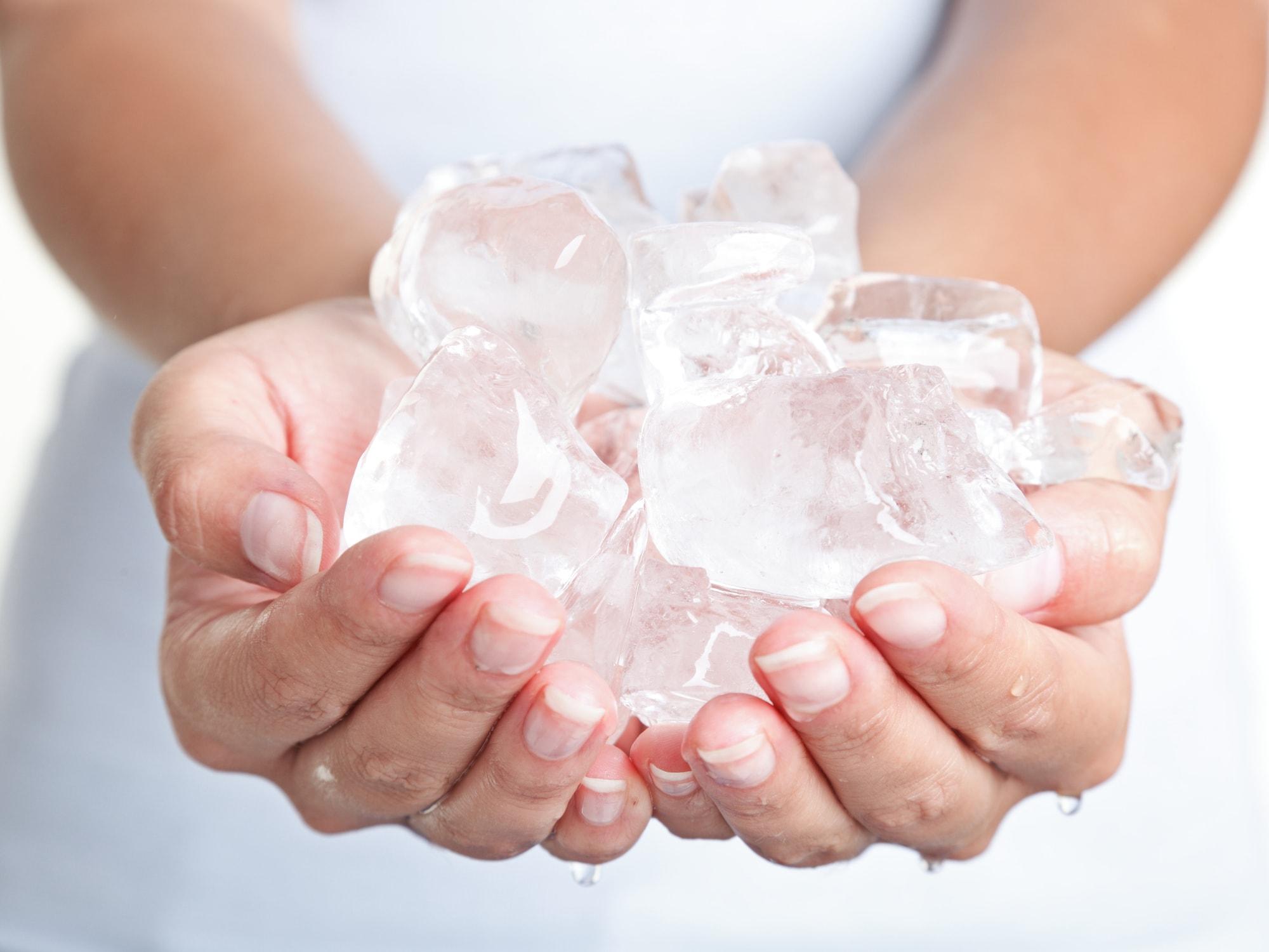Eis kann gegen Schwellungen helfen