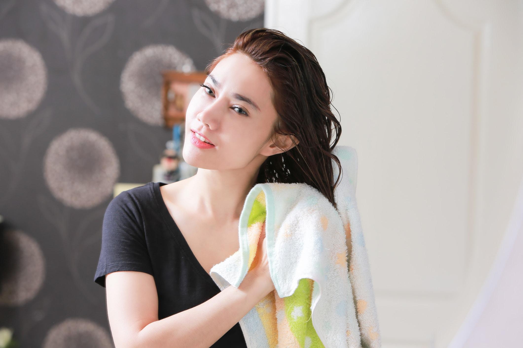 Apfelessig hilft den Haaren zu geschmeidigem Glanz