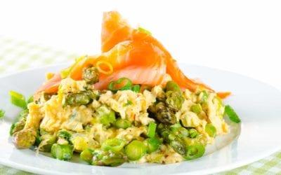 Herzhaftes Spargel Omelett mit Lachs