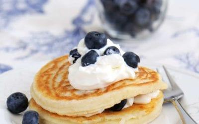 Pancakes mit Frischkäse und Heidelbeeren