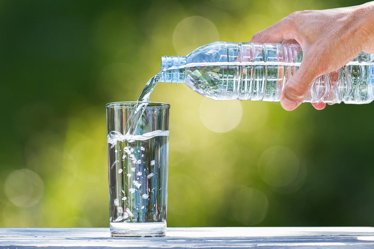 Wie viele Liter Wasser kann ich trinken, um Gewicht zu verlieren?