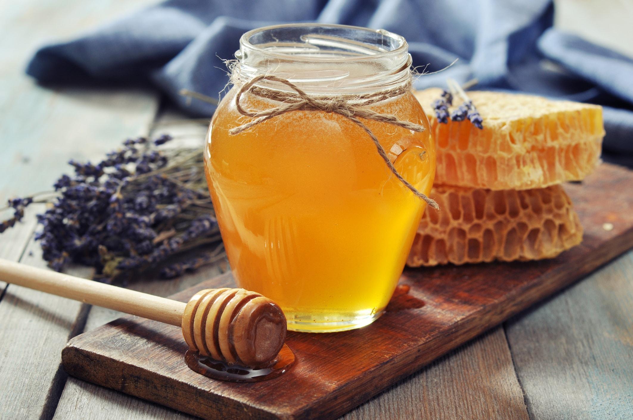 Honig auf dem Tisch