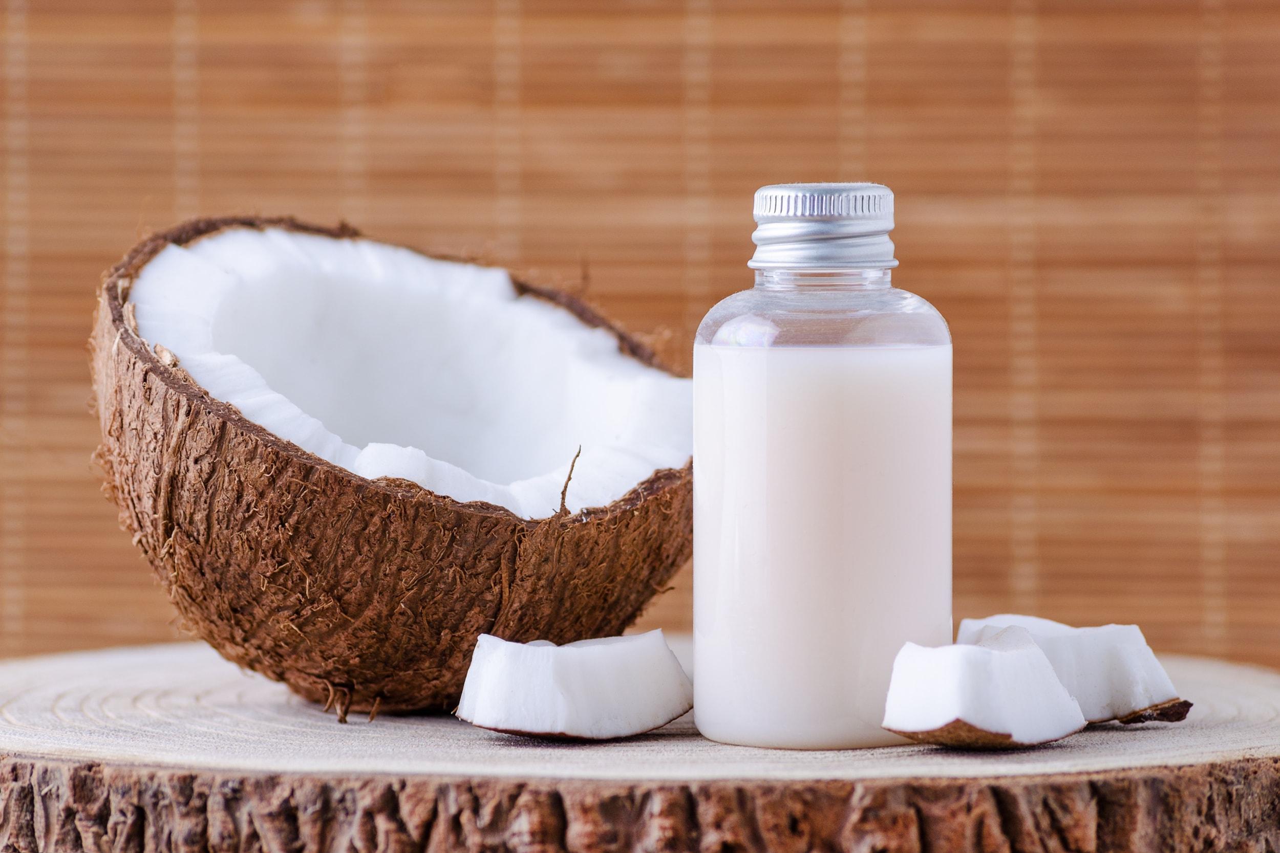 Kokosöl auf dem Tisch