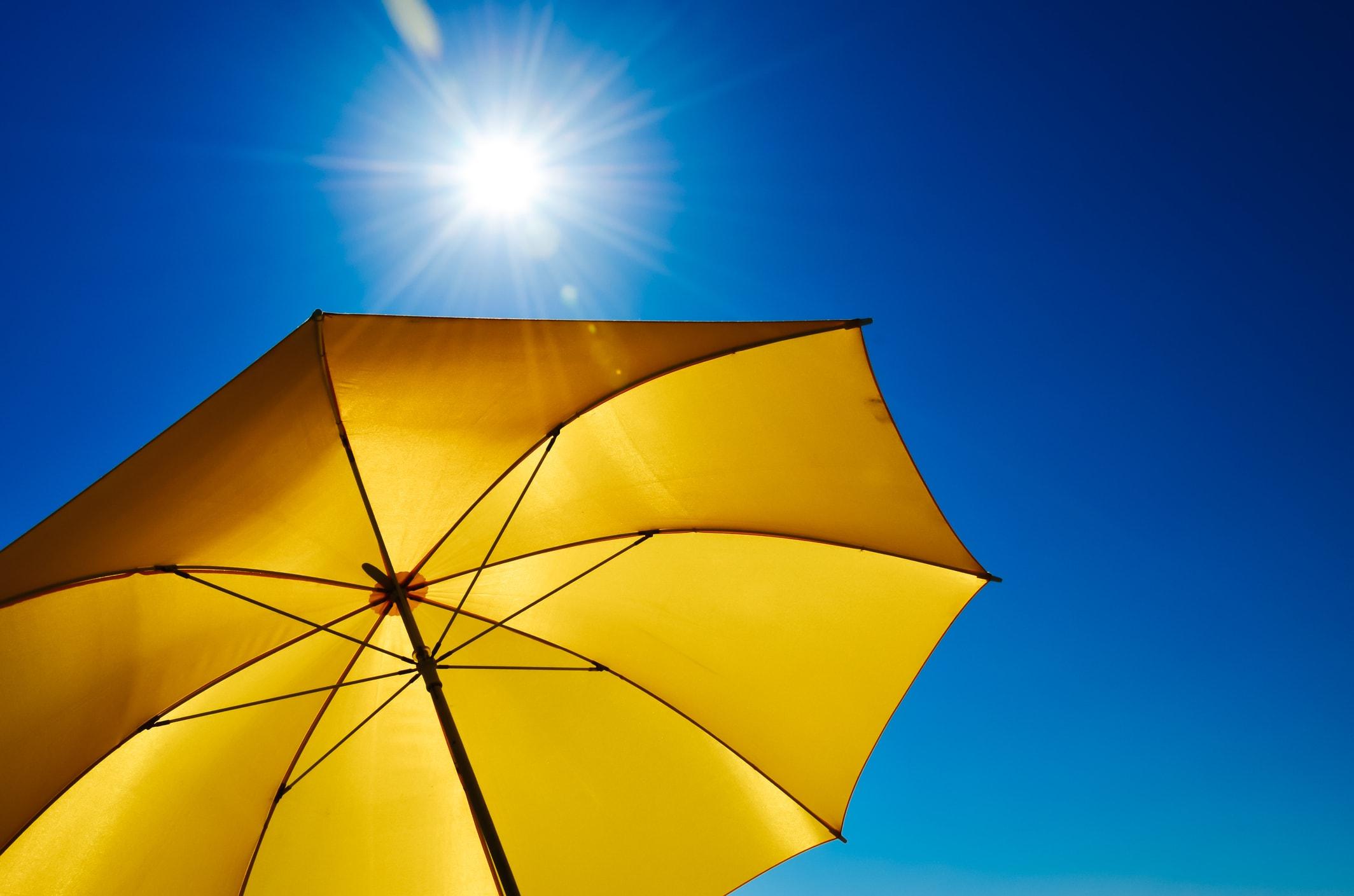 Sonne und Regenschirm