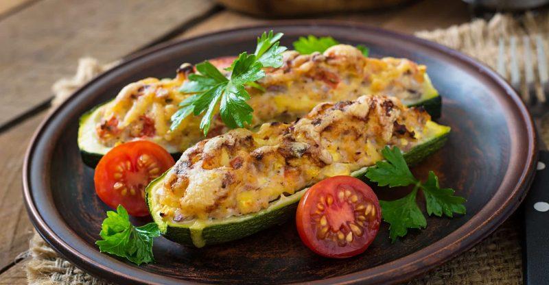 Zucchini mit Walnuss-Käsefüllung