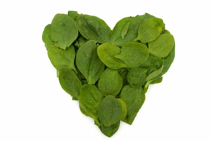 Herz aus Spinatblättern