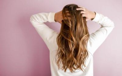 Mit natürlichen Hausmitteln gegen trockene Haare vorgehen